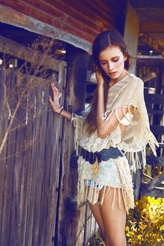 Layered Bohemian look, modern hippie fashion, boho chic style. For more gypsy allure FOLLOW >>> http://www.pinterest.com/happygolicky/the-best-boho-chic-fashion-bohemian-jewelry-gypsy-/