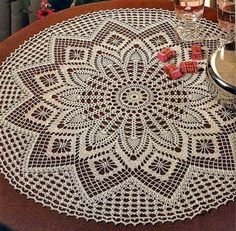 Round Table Cloth free crochet pattern and diagram on Crochet Art at… Crochet Tablecloth Pattern, Free Crochet Doily Patterns, Crochet Doily Diagram, Crochet Art, Crochet Home, Thread Crochet, Filet Crochet, Crochet Crafts, Free Pattern
