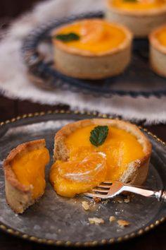 Tartaletas de mandarina Pecan Recipes, Sweet Recipes, Delicious Desserts, Dessert Recipes, Valentines Sweets, Decadent Cakes, Kitchen Recipes, Mini Cakes, Bakery