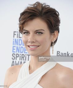 Actress Lauren Cohan arrives at the 2016 Film Independent Spirit Awards on February 2016 in Los Angeles, California. Short Haircut Styles, Cute Short Haircuts, Haircuts For Curly Hair, Haircut For Thick Hair, Short Curly Hair, Curly Hair Styles, Haircut Images, Haircut Pictures, Lauren Cohan