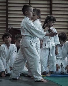 Ćwiczenia sprawnościowe podczas egzaminu aikido w Międzychodzie. Więcej zdjęć pod adresem http://aikido-miedzychod.pl/galeria/egzamin-2012