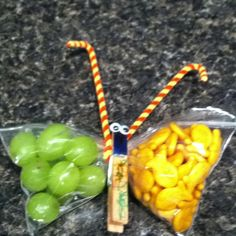 Party favors don't always have to be packed full of sugar. Try goldfish crackers and grapes! Butterfly Kids, Butterfly Party, Kid Party Favors, Party Treats, First Birthday Parties, Birthday Ideas, Diy For Kids, Crafts For Kids, Yoga Party