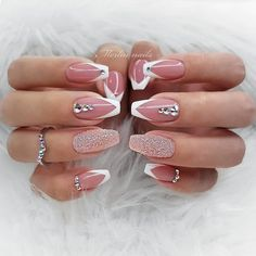 41 Elegant Nail Designs with Rhinestones Chrome und French Ombre Nails The post 41 Elegante Nageldesigns mit Strass & Nägel / Nails appeared first on Nail designs . Elegant Nail Designs, Elegant Nails, Stylish Nails, Nail Art Designs, Summer Acrylic Nails, Summer Nails, Cute Nails, Pretty Nails, Hair And Nails