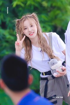"Fairytale on Twitter: ""190513  #우기 #YUQI… "" Lucas Nct, Pop Group, Girl Group, Fandom Kpop, Kpop Couples, Soyeon, Kpop Outfits, China, Popular Music"