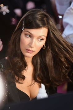 Dfil victoria s secret 2018 les plus belles mises en beaut des mannequins grazia 361484307590392996 celebrities are obsessed with this hairstyle trend page 4 of 7 Style Bella Hadid, Bella Hadid Hair, Bella Hadid Makeup, High Ponytail Hairstyles, 90s Hairstyles, Model Hairstyles, Celebrity Hairstyles, Hair Inspo, Hair Inspiration