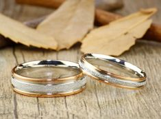 These wedding bands are handcrafted in Titanium with two tone colors and matte finishing. You can engrave any name, special date, numbers or symbols.  Feature - Price for 2 rings , you can select same width of matching - Finishing: Matte - Material: Titanium - Size: Any sizes (US/UK/EU/ASIA) - Color: Two Tone Colors ( Im able to make other colors, please let me know what you like!) - Fitting: Comfort Fit - Width: Men 6mm / Women 4mm - Thickness: 1.0 - 1.3mm - Hypoallergeni...