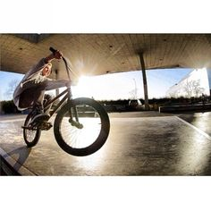 Screenshot from a film session a couple days ago with @scottyface #uk #bmx #steez #cold #plaza #street