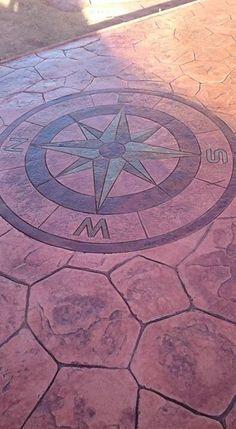 Rosa de los Vientos tematizada con ankare stains en pavimento de hormigón estampado con ankare Zaline corcho envejecido