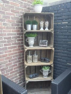 12 DIY craft ideas, what you can do with old wooden boxes! - 12 DIY craft ideas, what you can do with old wooden boxes! – DIY craft ideas … 12 DIY craft ideas, what you can do with old wooden boxes! Diy Wood Box, Old Wooden Boxes, Wood Boxes, Barbacoa Jardin, Wooden Crafts, Diy Crafts, Recycled Garden, Craft Box, Garden Boxes