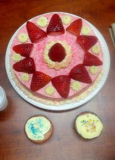 Gâteau aux fraises et ses bébés cupcakes aux fraises!