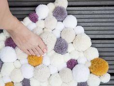 DIY tutorial: Make A Fluffy Pom Pom Rug via DaWanda.com  http://en.dawanda.com/diy-tutorials/crafting/make-fluffy-pom-pom-rug