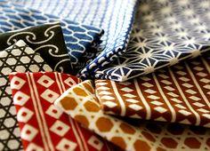 japanese hand towels with fine pattern (komon tenugui/ 小紋手拭い) Japanese Taste, Study Japanese, Traditional Japanese Art, Traditional Fabric, Japanese Design, Japanese Textiles, Japanese Patterns, Japanese Prints, Japanese Fabric