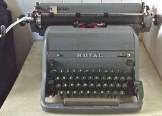 Antiquité 1949. Collection. Machine à écrire ROYAL Canada.