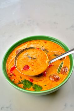 A ladle with tom yum soup filling up a green bowl Tom Yum Noodle Soup, Tom Yum Noodles, Thai Noodle Soups, Thai Tom Yum Soup, Thai Noodles, Thai Hot And Sour Soup, Spicy Soup, Asian Recipes, Healthy Recipes