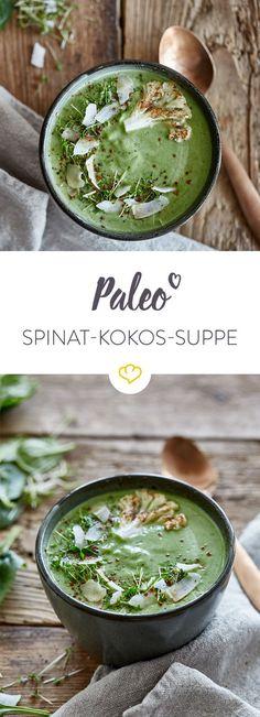 Bei dieser schnellen Suppe aus Spinat, Blumenkohl und cremiger Kokosmilch können auch Vegetarier, Veganer und Paleo-Fans freudig den Suppenlöffel schwingen.