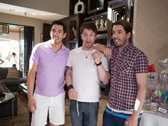 behind the scenes of property brothers at home drew - How Tall Is Jonathan Scott