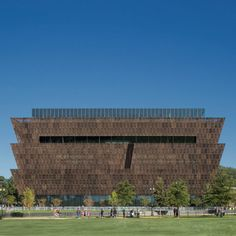 The 29,000-square-metre Smithsonian National Museum of African American History and Culture occupies the last plot at the National Mall in Washington and was designed to celebrate America's African heritage. National Mall, National Museum, Gold Medal Winners, Metal Facade, Key Projects, Perforated Metal, Renzo Piano, Frank Gehry, African American History