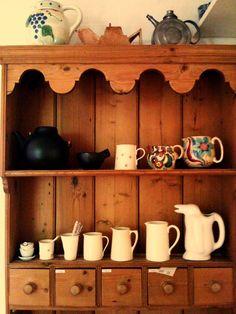 jug collection in the welsh dresser Welsh Dresser, Kitchen Nook, Furniture Styles, Cupboards, Kitchen Inspiration, Dressers, Floating Shelves, Shabby Chic, Woodworking