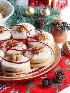 Diós tallér Hungarian Cuisine, Hungarian Recipes, Hungarian Food, Poppy Cake, Cookie Jars, Camembert Cheese, Main Dishes, Biscuits, Goodies