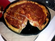 An easy to fix deep-dish pizza cooked in a cast-iron skillet. To be sure pizza doesnt stick I give it a shot of non-stick spray. For pizza sauce I recommend Steves Recipe and I havent used refrigerated store-bought dough since. Cast Iron Skillet Cooking, Iron Skillet Recipes, Cast Iron Recipes, Cast Iron Pizza Recipe, Pizza Lasagne, Pizza Pizza, Pizza Cake, Flatbread Pizza, Chicago Style Pizza