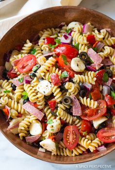 My Easy Italian Pasta Salad recipe is always a huge hit at a summer BBQ! It's a simple side salad made with all your favorite pasta salad ingredients. Pasta Salad Ingredients, Easy Pasta Salad Recipe, Best Pasta Salad, Salad Recipes Video, Pasta Salad Italian, Salad Recipes For Dinner, Healthy Salad Recipes, Pasta Salad Recipes Cold, Rotini Pasta Recipes
