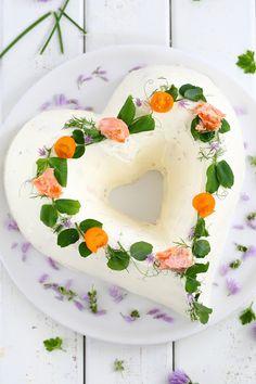 Suklaapossu: Herkullinen sydämen muotoinen lohivoileipäkakku