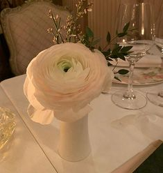 ღ sαℓσмé ∂єsєrτ ღ Luxury Flowers, Table Decorations, Furniture, Home Decor, Decoration Home, Room Decor, Home Furnishings, Home Interior Design, Dinner Table Decorations
