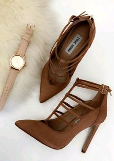 42 Classy Shoes For Work # women shoes for work, good looking women shoes for work shoes sandals Pretty Shoes, Beautiful Shoes, Cute Shoes, Women's Shoes, Me Too Shoes, Shoe Boots, Ankle Boots, Shoes For Work, Flat Shoes
