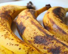 Σου μαύρισαν οι μπανάνες; Φτιάξε γευστικότατες τηγανίτες με τρία μόνο υλικά!