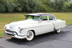 Hemmings Find of the Day – 1953 Oldsmobile 98 4 Door Sedan Classic Sports Cars, Classic Cars, Vintage Cars, Antique Cars, Gm Car, Old Cars, Custom Cars, Cars Motorcycles, Muscle Cars