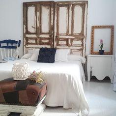 Cabecero con puertas recicladas 5 Piece Bedroom Set, Bedroom Size, King Bedroom Sets, Bedroom Doors, Home Bedroom, Modern Bedroom, Bedrooms, Distressed Bedroom Furniture, Bedroom Furniture For Sale
