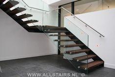 glazen balustrade trap | zwevende trap met glazen balustrade te Dieren P32