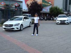 Mercedes-Benz presentó en pleno centro financiero de Madrid algunos modelos: A45 AMG, GLA, SLK, etc.