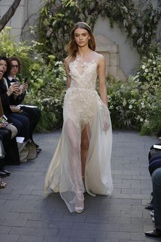 Wedding dress by Monique Lhuillier from the Spring 2017 Bridal collection. Image by Greg Kessler, courtesy of Monique Lhuillier. Spring 2017 Wedding Dresses, New Wedding Dresses, Spring Wedding, Prom Dresses, Spring Fashion 2017, Bridal Fashion Week, 2017 Bridal, Bridal Gowns, Bridal Collection
