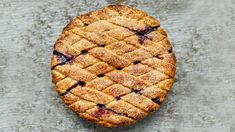 Fresh blueberries are enhanced with lemon and cinnamon for the filling of this beautifully decorated pie. Freeze, Pie Recipes, Dessert Recipes, Dessert Tarts, Delicious Desserts, Creative Pie Crust, Coffee Shop, Pie Crust Designs, Nutrition