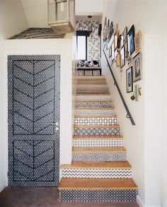 Stenciled Stair Risers design ideas and photos to inspire your next home decor project or remodel. Check out Stenciled Stair Risers photo galleries full of ideas for your home, apartment or office. Style At Home, Stenciled Stairs, Painted Stairs, Painted Tiles, Hand Painted, Wallpaper Stairs, Wallpaper Stencil, Graphic Wallpaper, Stencil Art