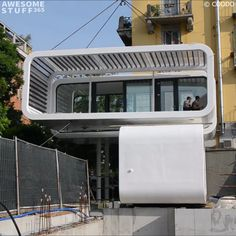 Take one of these modern Eco-Friendly Portable Homes anywhere with you. Got your eye on a piece of land but don't want to go through the complicated . Design Eco-Friendly Portable Homes Modern Small House Design, Tiny House Design, Modern Design, Minimalist Home Design, Small Modern Houses, Modern Wood House, Small Houses On Wheels, Modern Glass House, Glass House Design