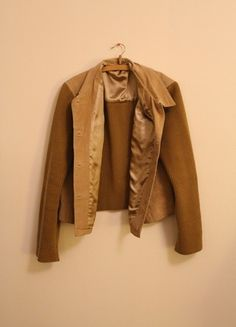 Kaufe meinen Artikel bei #Kleiderkreisel http://www.kleiderkreisel.de/damenmode/lederjacken/116642108-collegejacke-wildleder-jacke-oversized-college-leder-beige-creme