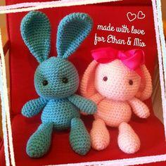 「うさぎちゃん」娘がうさぎちゃん欲しい!というので、作ってみました。パターンはネットで見つけました(http://www.lilleliis.com/free-patterns/funny-bunny/) 耳の大きさや向きを変えてみました。[材料]かぎ針/お好みの毛糸