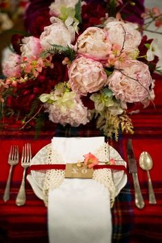 Top Tips on How To Set A Romantic Table.  Use these tips for any occasion, birthdays, anniversaries and more!