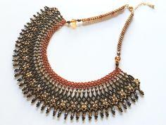 De color bronce elegante y magnífico gargantilla