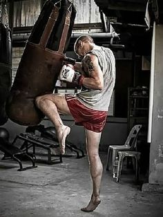 """Muay Thai can not be undertood without religion, culture and spirituality that surrounds this discipline"" Fitness Workouts, Fitness Motivation, Muay Thai Martial Arts, Hand To Hand Combat, Mma Boxing, Brazilian Jiu Jitsu, Action Poses, Fight Club, Aikido"
