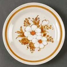 Vintage Mountain Wood Japan Dried Flowers bread-and-butter, dessert, or side plate. Brown and white florals, brown leaves and band. Side Plates, China Patterns, Rust Color, Cereal Bowls, Dinner Plates, Dried Flowers, Vintage Items, Vintage Stuff, Dinnerware