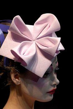 John Galliano for Christian Dior. John Galliano for Christian Dior. Origami Mode, Moda Origami, Origami Hat, Fabric Origami, Origami Fashion, Christian Dior, Sombreros Fascinator, Fascinators, Headpieces