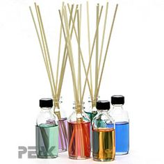Reed Diffusers , aroma beads and other air freshener tutorials - New Ideas Best Candles, Diy Candles, Scented Candles, Pillar Candles, Making Candles, Homemade Candles, Homemade Reed Diffuser, Reed Diffuser Oil, Aroma Beads