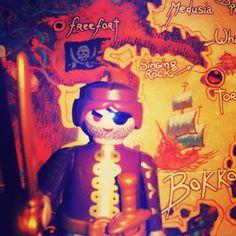 En Garde... #Playmobil #Playmobillover #Playmobillovers #Playmobilfan #Playmobilfans #Playmobilhistory #Playmobillove #Playmobilmania #Playmobilspain #Playmobilart #Playmobilespaña #Playmobilfiguras #Playmobilporelmundo #Playmobilclub #toys #toysoftheworld #sharethesmile #france #Francia #agone #pirata #pirate #rpg #rol #juegoderol #romantico #romantic