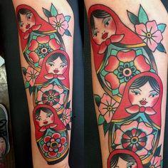 Ben Rorke nesting dolls love it Hairdresser Tattoos, Hairstylist Tattoos, Babushka Tattoo, Russian Doll Tattoo, Nesting Doll Tattoo, Americana Tattoo, Traditional Tattoo Flowers, Tattoo Addiction, Estilo Rock