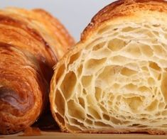 A croissant is a buttery, flaky, viennoiserie-pastry named for its well-known crescent shape. Croissants and other viennoiserie are made of a layered yeast-leavened dough. Bread And Pastries, French Pastries, French Bakery, French Food, French Croissant, Croissant Dough, Butter Croissant, Bread Recipes, Cooking Recipes