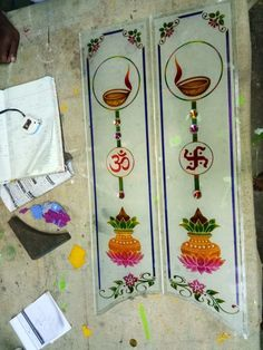 Glass Etching Designs, Glass Painting Designs, Paint Designs, Living Room Partition Design, Room Partition Designs, Temple Glass, Window Glass Design, Simple False Ceiling Design, Etched Glass Door
