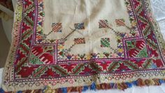 This Pin was discovered by Neş Embroidery Art, Embroidery Stitches, Embroidery Patterns, Needlework, Diy And Crafts, Applique, Cross Stitch, Textiles, Quilts